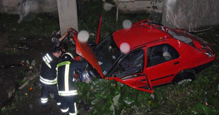 Otomobil dereye uçtu: 5 yaralı