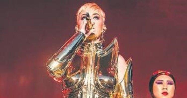 Önce Hande Yener giydi Katy!