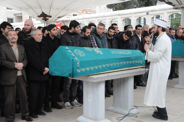 'Eşkıya' ekibi tam kadro cenazede