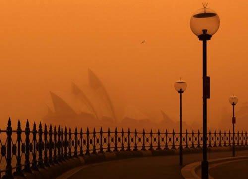Sydney kırmızıya büründü