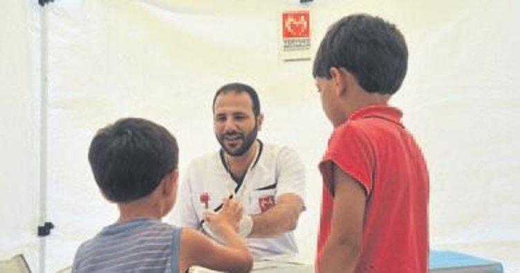 Suriyeli doktor, Türkiye'de sığınmacıları tedavi ediyor