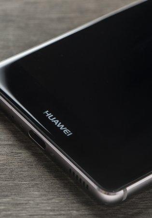 Google'dan Huawei'ye güncelleme yasağı! Huawei telefon kullananlar uygulama indirecek mi, Android güncellemesi yapabilecek mi?