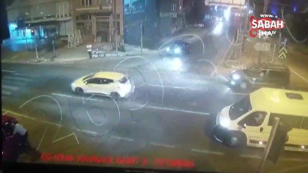 Son dakika haberi: Bursa'da kadın sürücüye uçan tekmeli saldırı! Kaputun üzerinde polise teslim anı kamerada | Video