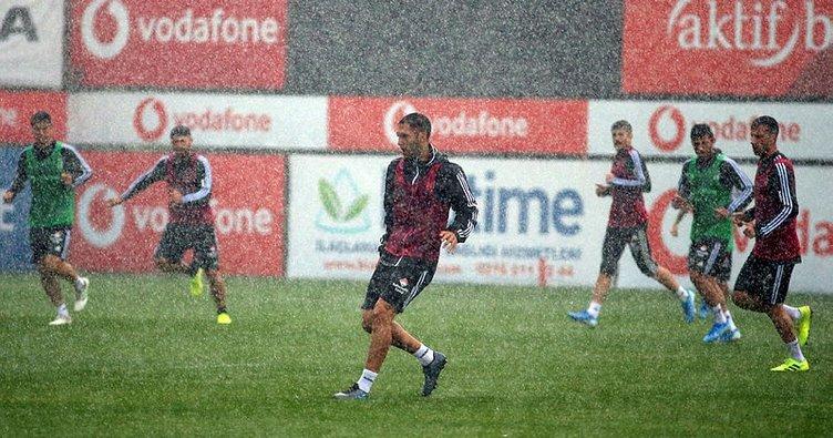 Beşiktaş'tan sırılsıklam idman