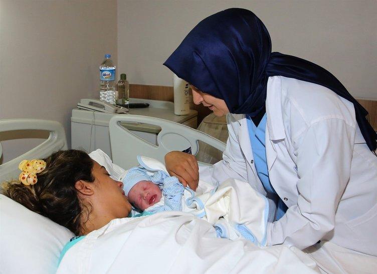 Sare Davutoğlu şehit eşinin doğumuna katıldı
