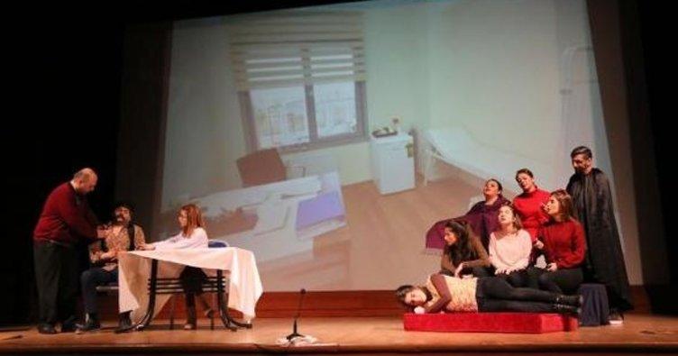 Artvin'de doktorlar erken teşhis için tiyatroda sahne aldı