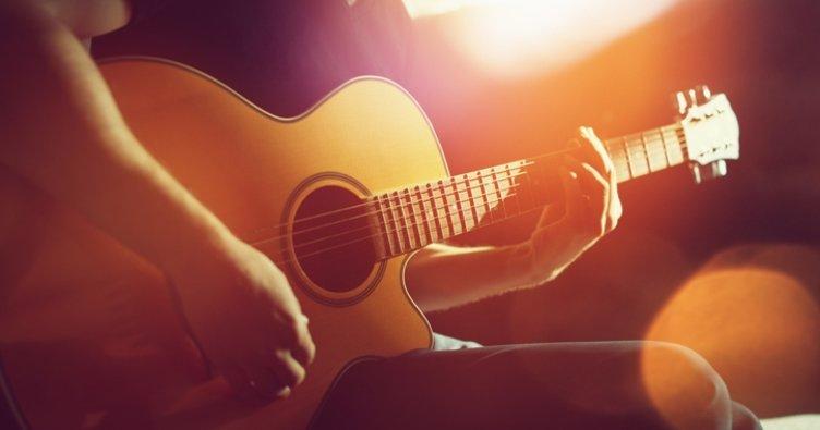 Ayna Elveda İstanbul Akor ve Şarkı Sözleri: Elveda İstanbul'a kolay akorları