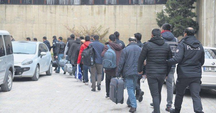 FETÖ'ye ağır darbe: 40 tutuklama