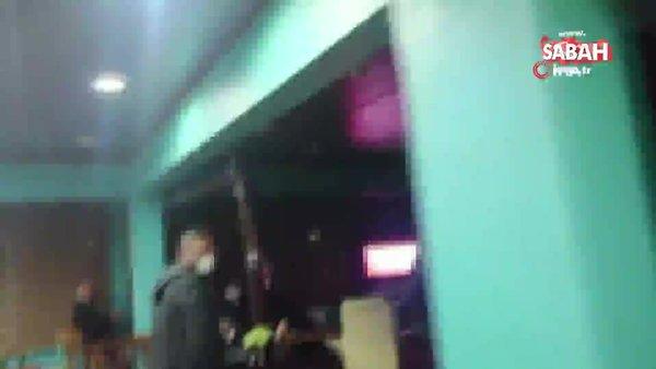 Cezadan kurtulmak için sandalyenin arkasına saklandı, ayaklarını kapatmayı unutunca yakayı ele verdi | Video