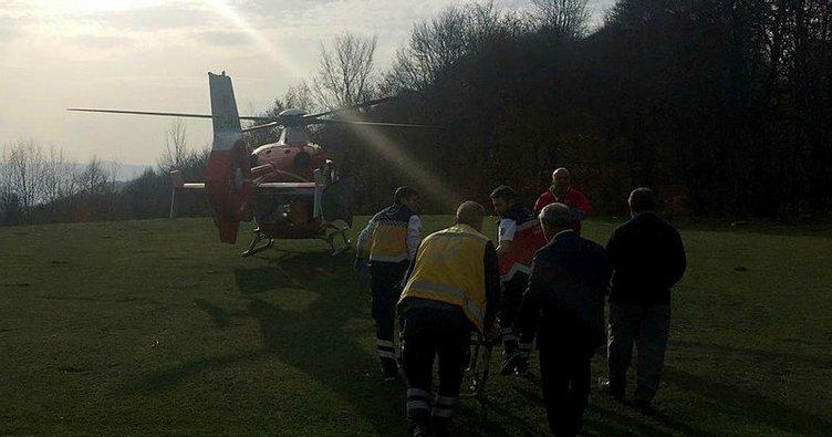 Devrilen traktörün altında kalan şahıs ambulans helikopterle hastaneye kaldırıldı