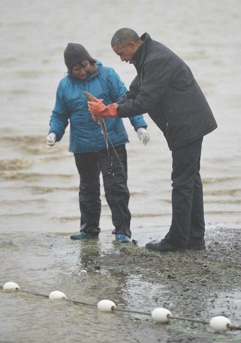 Obama Alaska'da balıkçı köyünü ziyaret etti