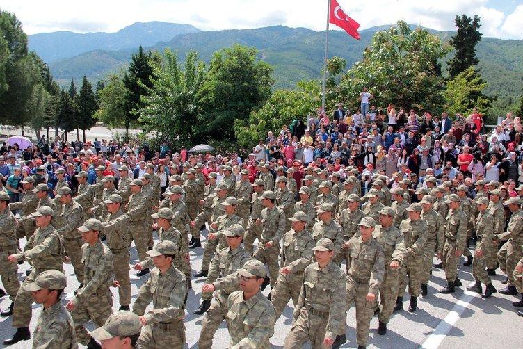 Manisa temel eğitimini tamamlayan askerler yemin etti