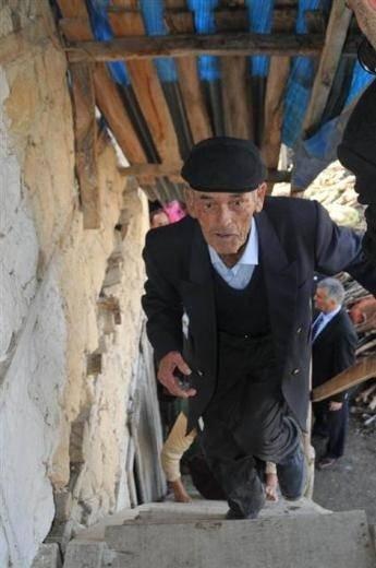Şehit madencinin babasının evi yenilendi
