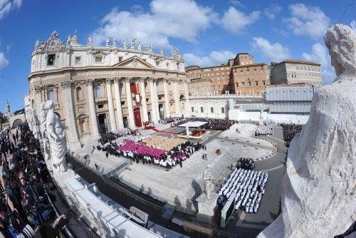 Papa Francis'in görkemli papalık ayini