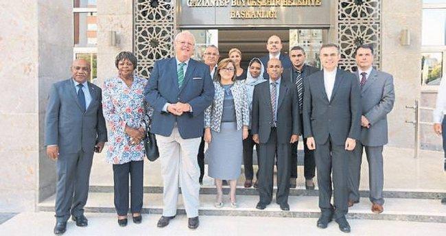 Büyükelçilere Gaziantep'i anlattı