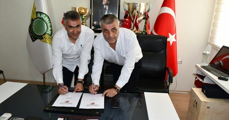Akhisarspor, Mehmet Altıparmak ile 1+1 yıllık sözleşme imzaladı