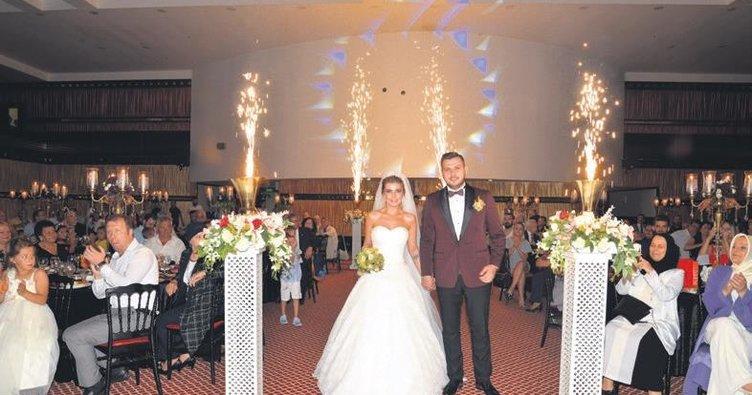 Alper ve Seçil görkemli düğün töreni ile dünya evine girdi