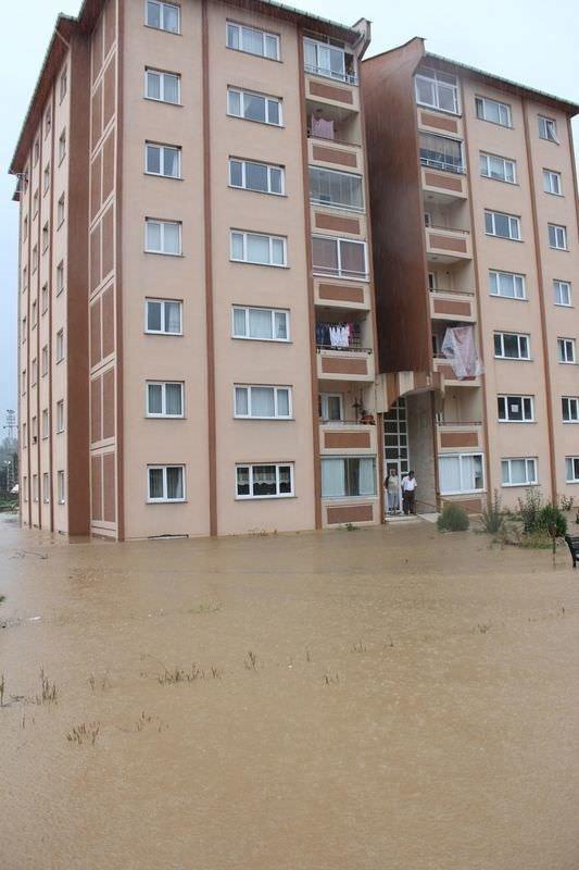 Rize'yi yağmur vurdu