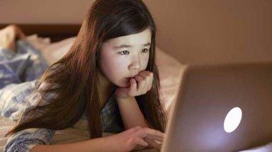 Çocuklar uyumadan önce sosyal medyada