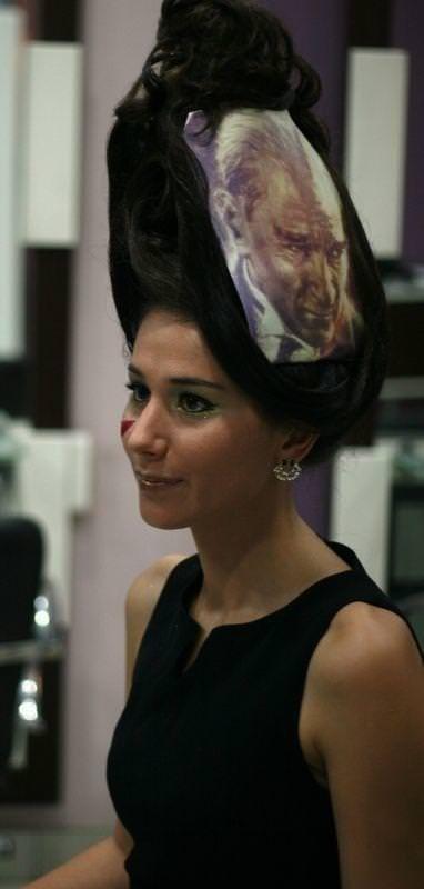Atatürk 10 Kasım anısına saç şekli oldu