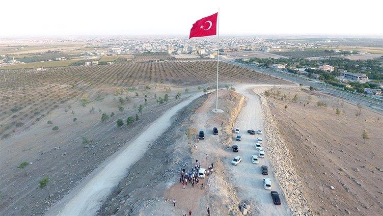 Bayraktepe'ye dev Türk Bayrağı