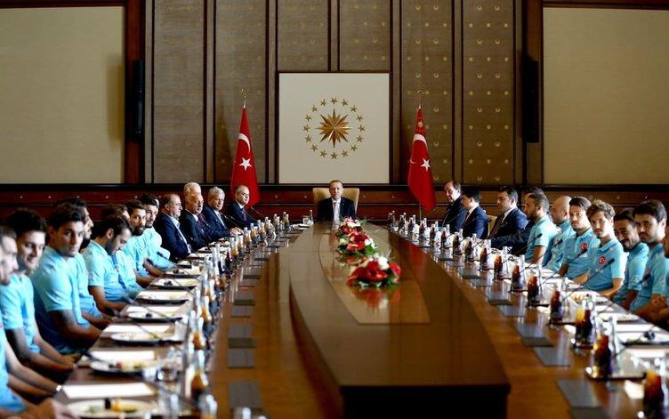 Cumhurbaşkanı Erdoğan, A Milli Futbol Takımı'nı kabul etti