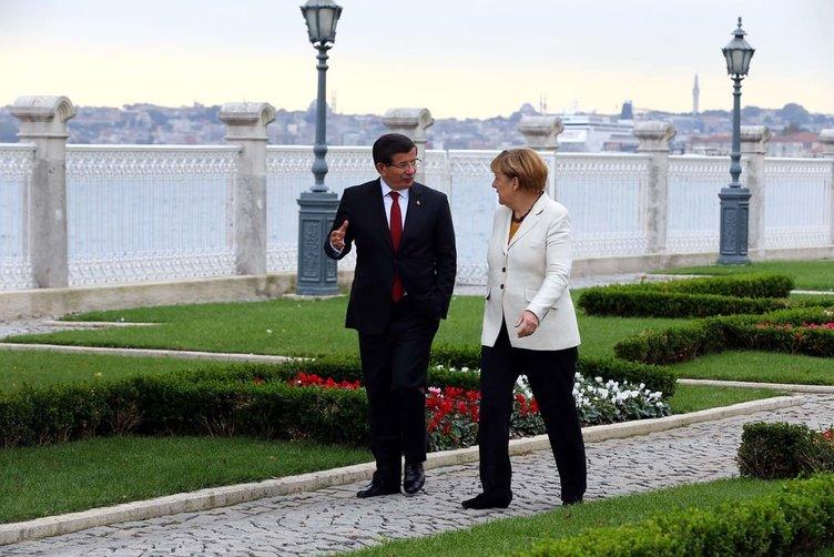 Davutoğlu ve Merkel Dolmabahçe'de görüştü