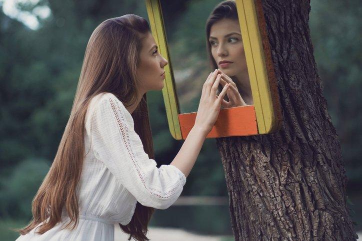 Narsist ne demek? Narsist kişilik bozukluğu nedir, belirtileri ile özellikleri nelerdir ve tedavisi var mı?