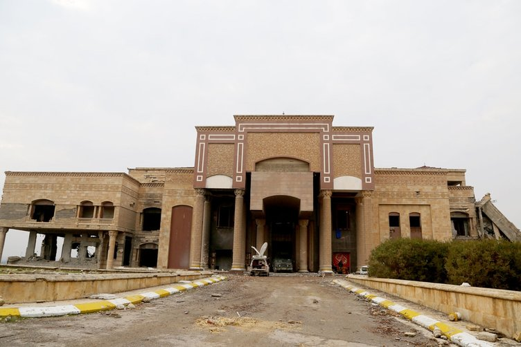 Saddam'ın sarayı harabeye döndü