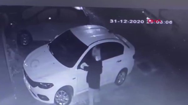 Antalya'da kendisini taciz ettiğini iddia ettiği şahsın arabasını çizen genç kız kamerada | Video