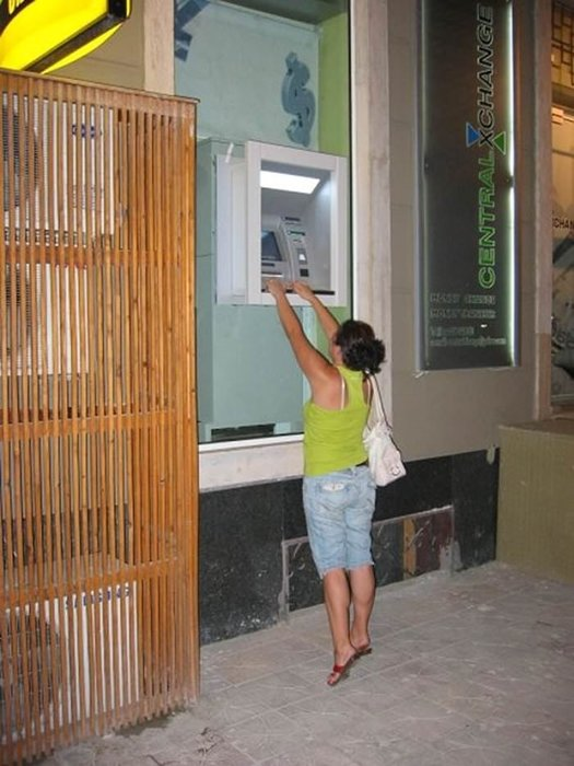 Tüm Dünyadan Birbirinden Fantastik ATM'den Para Çekme Enstantaneleri