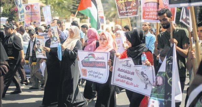 Gazze yolundaki Kadın Özgürlük Filosu'na destek