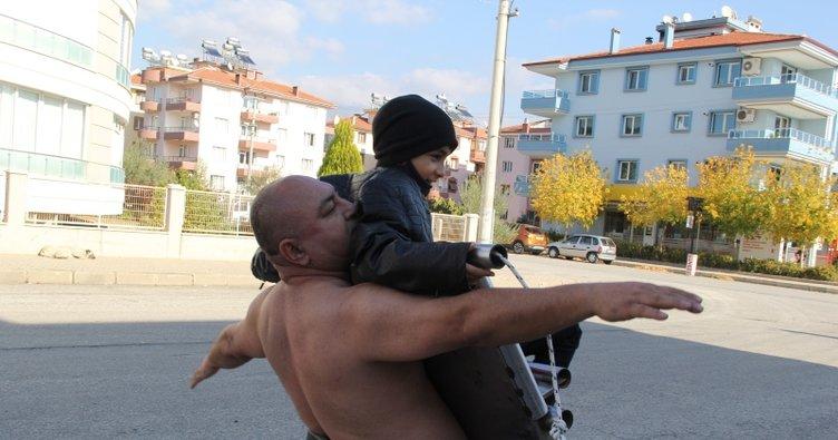 İzmir'de 'Mıknatıs Adam' yetenekleriyle sınır tanımıyor