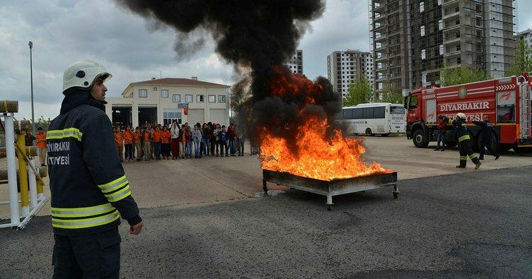 İtfaiyeden öğrencilere yangın eğitimi