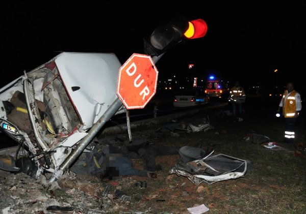 Antalya'da feci kaza: 6 ölü