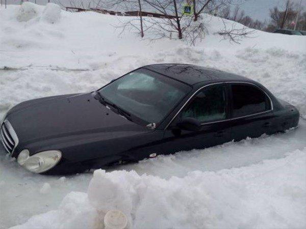 Arabalar buz tuttu