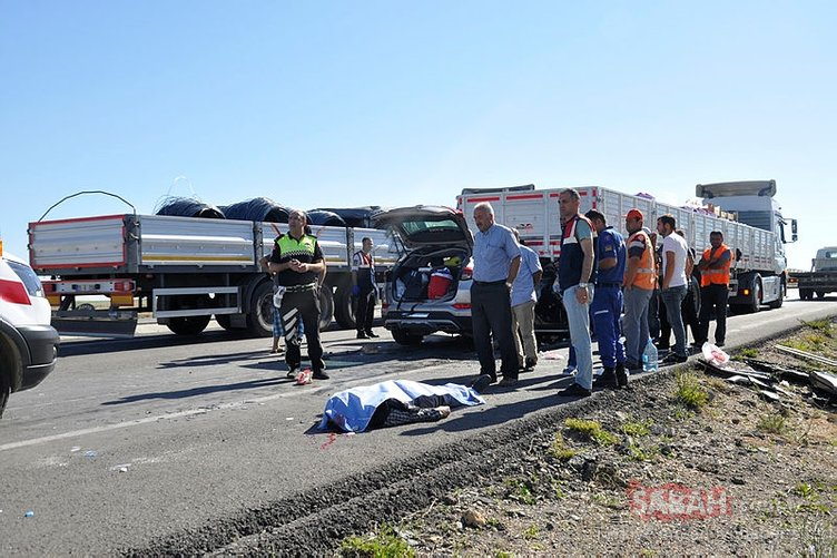 Konya'da otomobil TIR'a arkadan çarptı: 2 ölü, 5 yaralı
