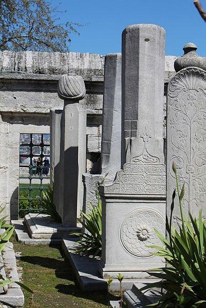 Ölüleriyle yaşayan halkın hafızası: Osmanlı mezar taşları