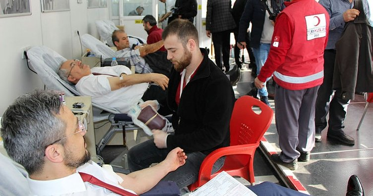 Eğitimcilerden Afrin'deki askerlere destek için kan bağışı