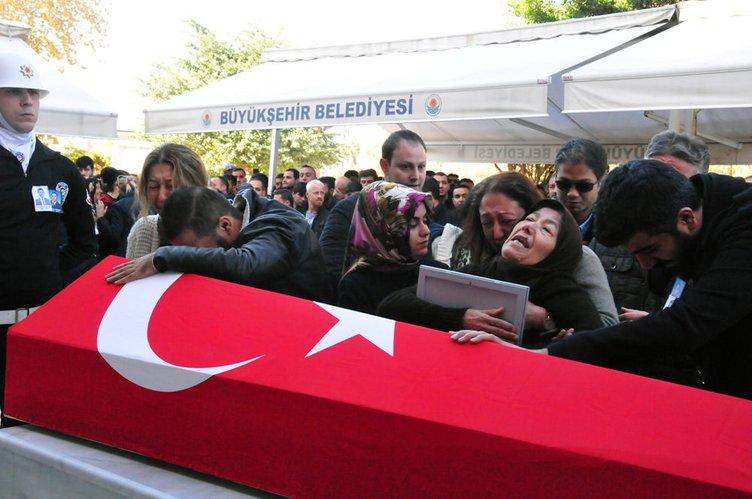 Adana'da patlama kurbanları gözyaşlarıyla uğurlandı