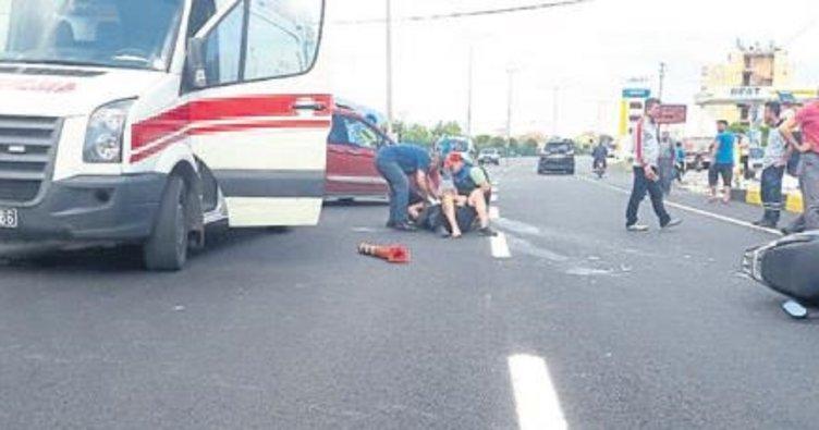 İki kasksız sürücü ölümden döndü