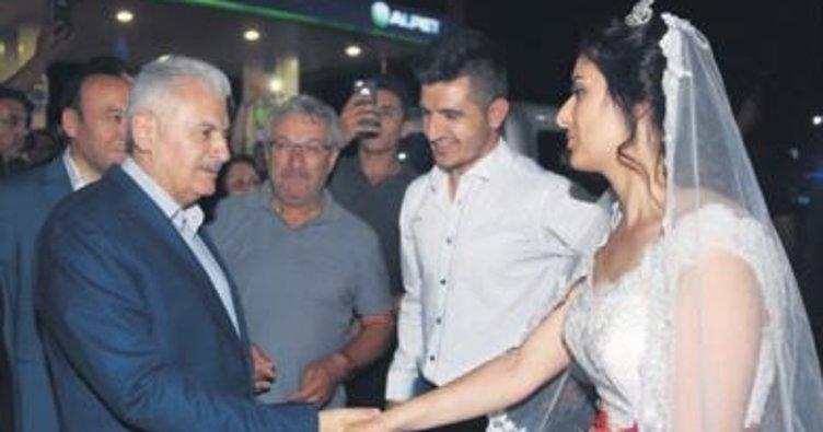 Başbakan Kırıkkale'de düğüne katıldı