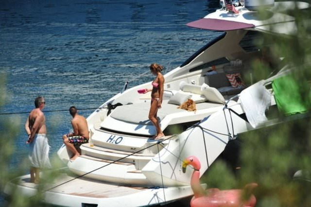Pınar Altuğ tatilde