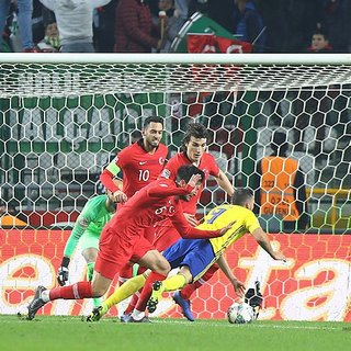 T�rkiye-�sve� ma�� i�in fla� iddia! Hakem 2 penalt� s�z� verdi