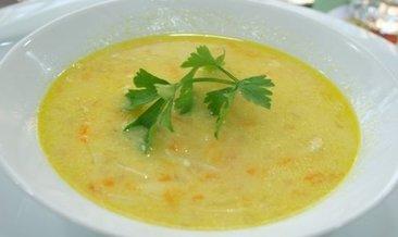 Lezzetli ve besleyicisi tavuk suyu çorba tarifi: Tavuk suyu çorba nasıl yapılır?