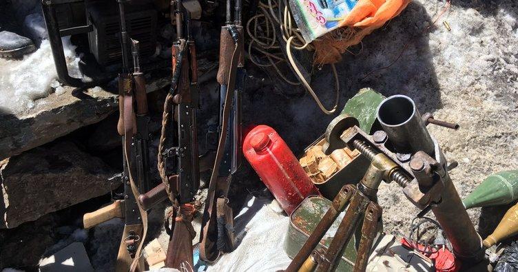 Hakkari'de çok sayıda silah, mühimmat ve malzeme ele geçirildi