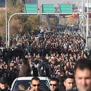 Barzani'nin partisinin ofisi ateşe verildi!