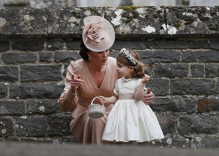 Cambridge Dükü William ve eşi Kate'in çocuklarının bakıcısı istifa etti
