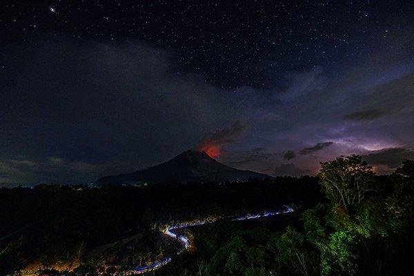 Sinabung Yanardağı'nın aktivitesi devam ediyor