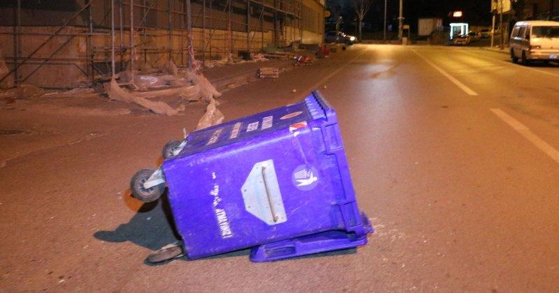 Afyonkarahisar'da şiddetli rüzgar hasara neden oldu